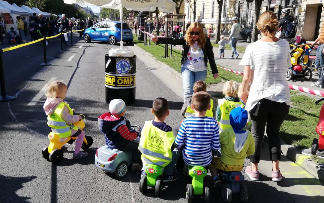 Mini KRESZ parkkal vártuk a gyerekeket az Autómentes hétvégén